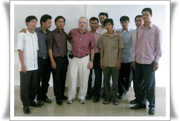 Volunteer Lecturer Eduardo Cattani and VLP students in Cambodia