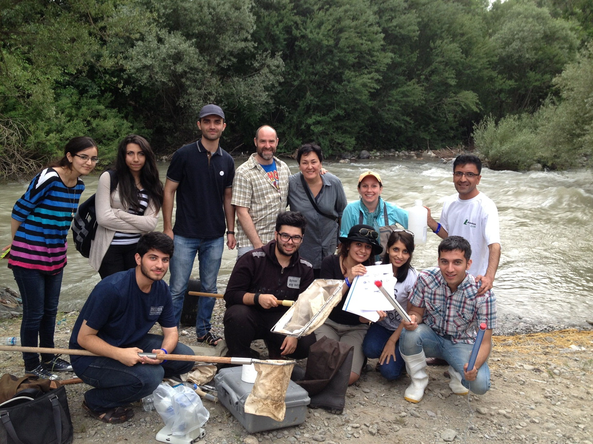 2-024_AUIS students and faculty collecting aquatic invertebrates in the Rawanduz