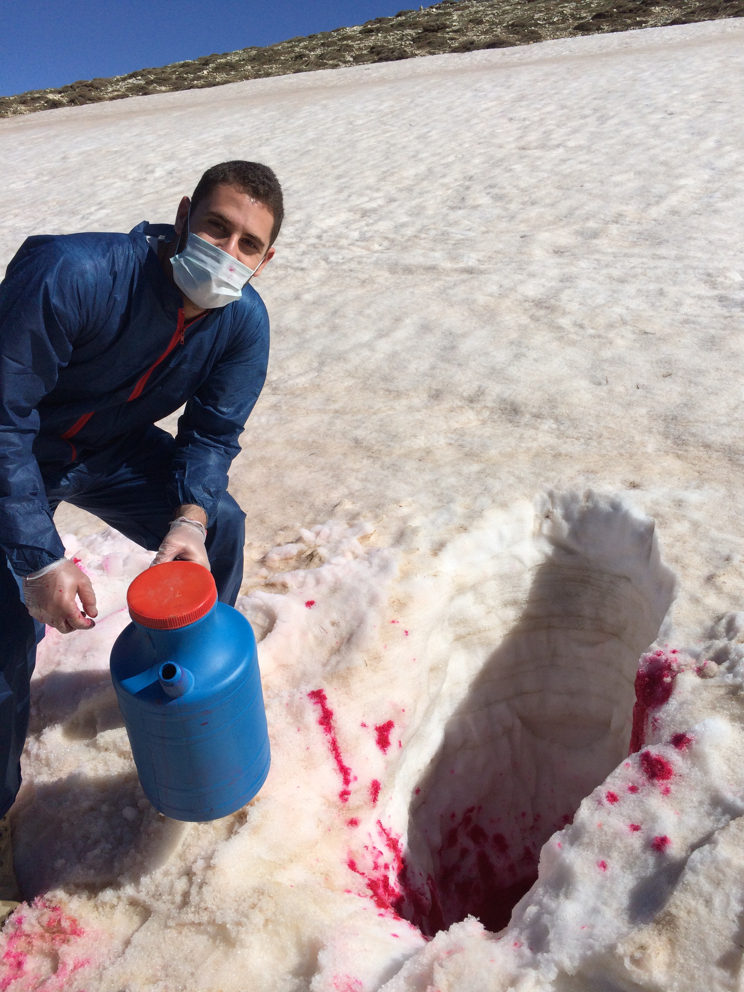 3-26 Doummar_ Injection of a red dye in a snow to monitor snowmelt